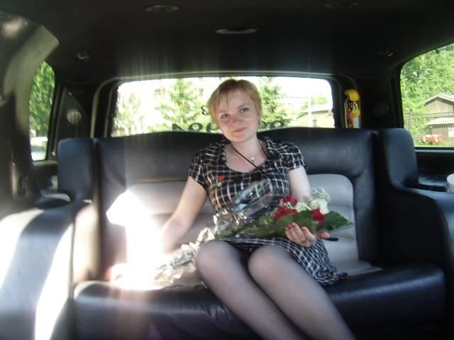 это я в лимузине со старше-директорским букетом:)