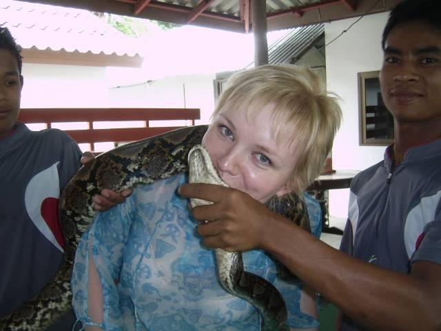 Поцелуй змею!