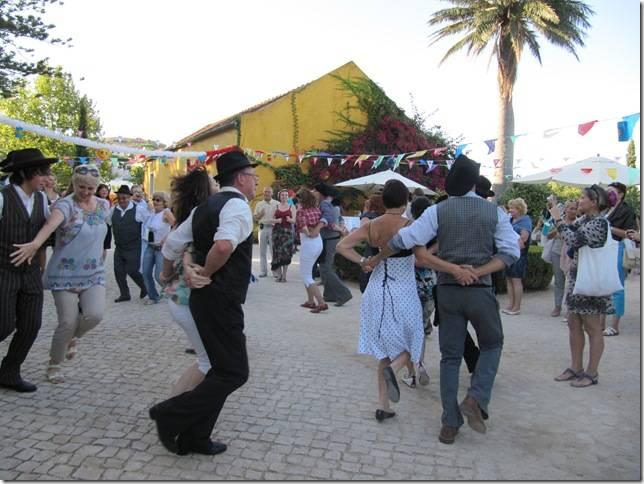 Национальные португальские танцы:)